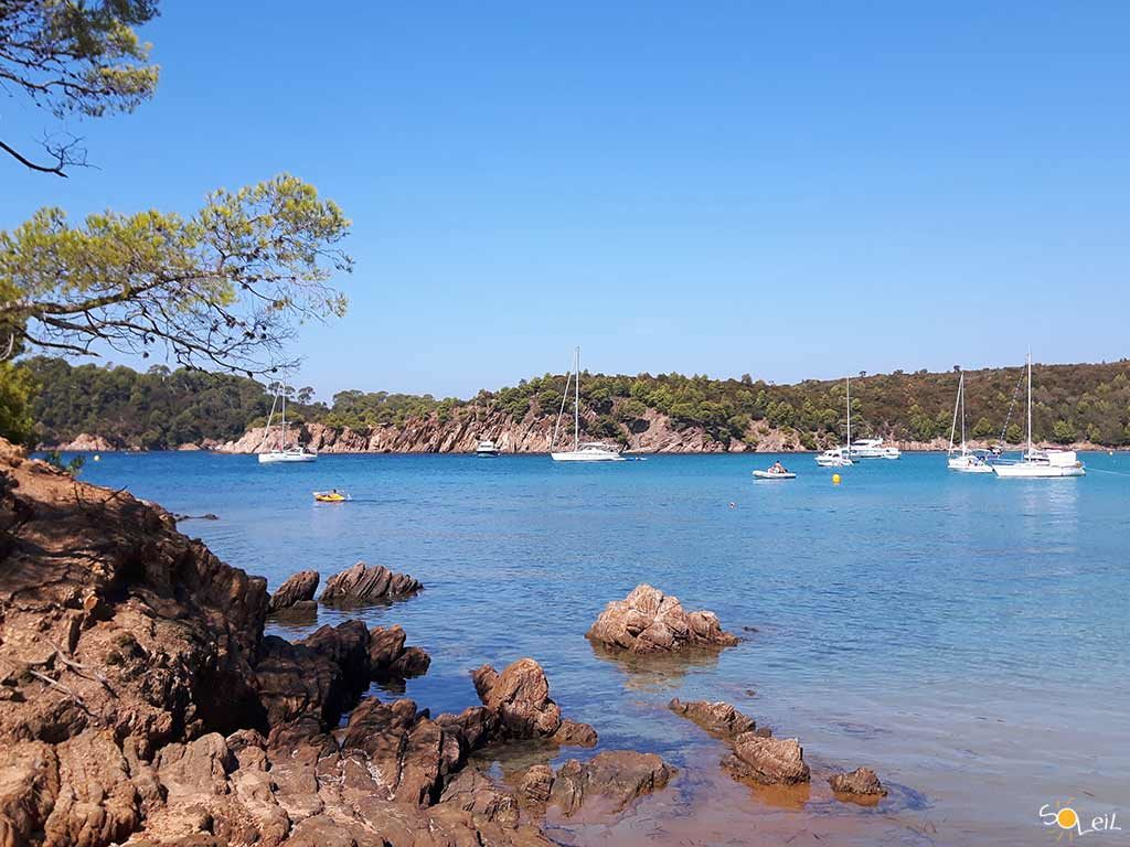 Crociere estive vacanze in barca a vela a porquerolles for Barche al largo con cabine