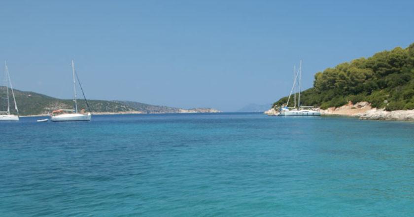 noleggia un catamarano o una barca a vela in grecia